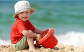 Как защитить ребёнка от солнца