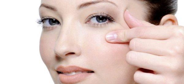 Лляна олія від зморшок навколо очей. Як масло діє на шкіру? способи застосування