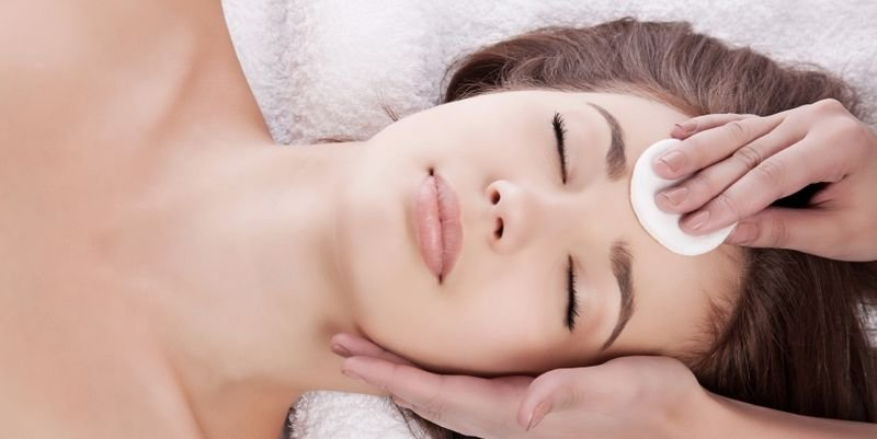 Кислотний пілінг для обличчя в домашніх умовах. Показання до застосування та етапи проведення процедури