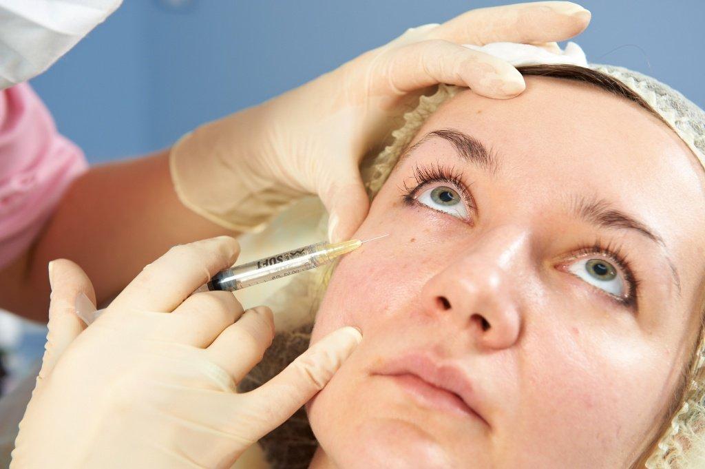 Як роблять мезотерапію особи? Рекомендації та протипоказання до проведення процедури