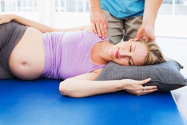 Що робити якщо болить поясниця при вагітності? Причини прояви болю в різних триместрах і способи їх усунення