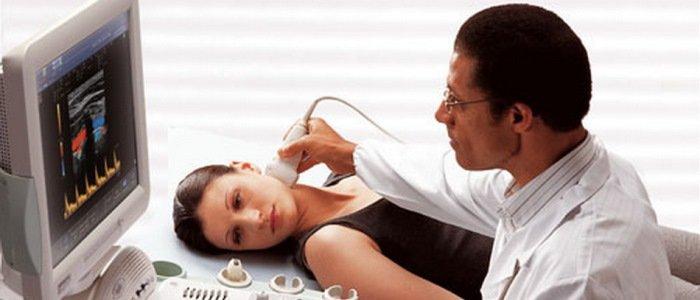 Перші ознаки раку горла. Наступні симптоми за стадіями розвитку пухлини. Причини виникнення захворювання. Методи лікування онкології