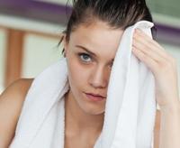 Photo of Чому може сильно потіти обличчя у жінки?