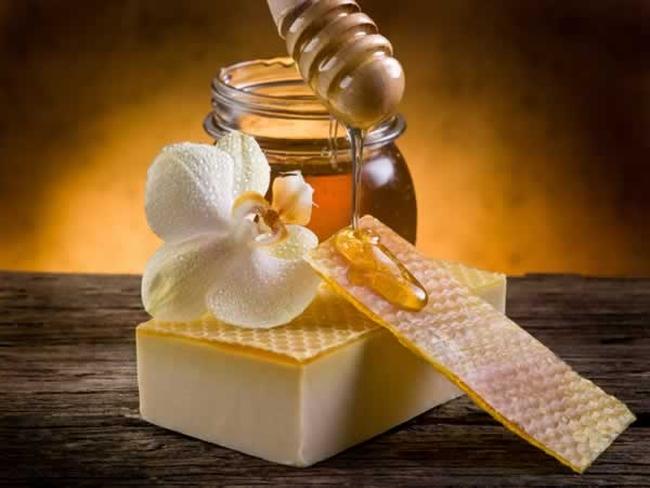 Photo of Як правильно робити медовий масаж від зморшок будинку?
