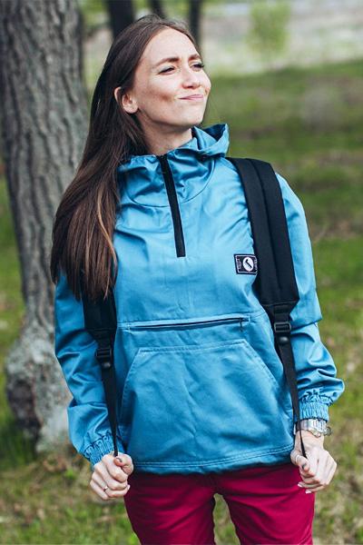 Photo of Жіноча куртка-вітровка анорак — особливості моделі і тонкощі вибору