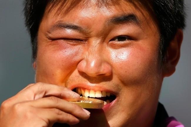Як перевірити золото на справжність