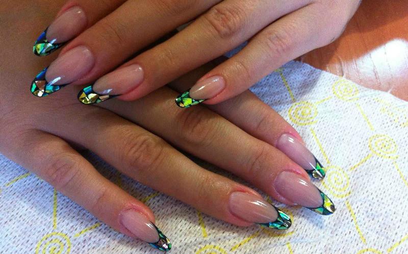 Дизайн на ногтях со слюдой
