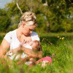Можно ли загорать кормящей маме на солнце