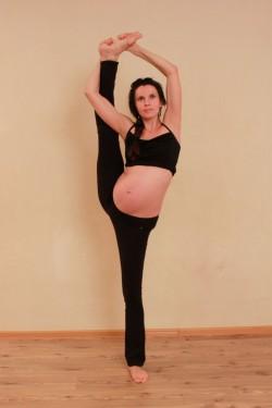 Как правильно заниматься йогой при беременности