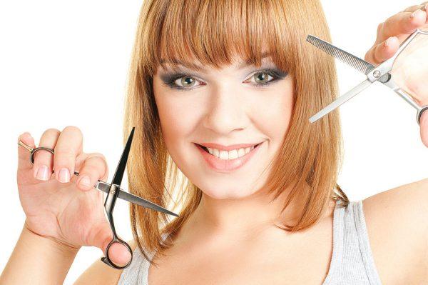 Как подстричь кончики волос ровно в домашних условиях.