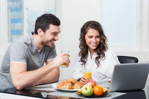 Чи варто їсти фрукти після вечері?
