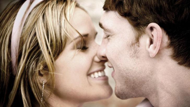 При поцелуе можно заразиться герпесом