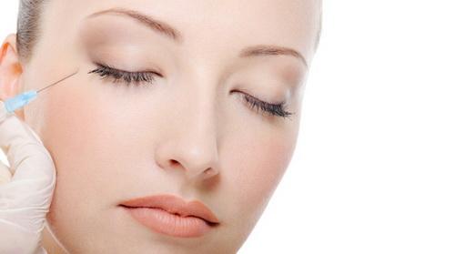 Як позбутися від гусячих лапок навколо очей: кращі методи в домашніх умовах