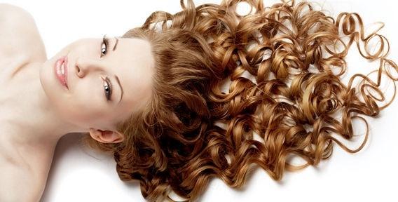 Як правильно завити волосся на довгий час?