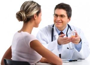 Доктор выписывает лекарства