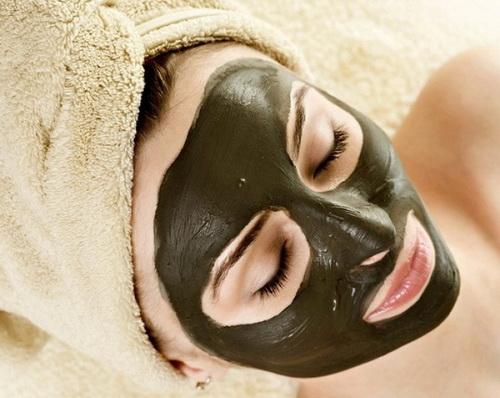 Маска для обличчя з чорною глини: кращі рецепти для моделювання особи