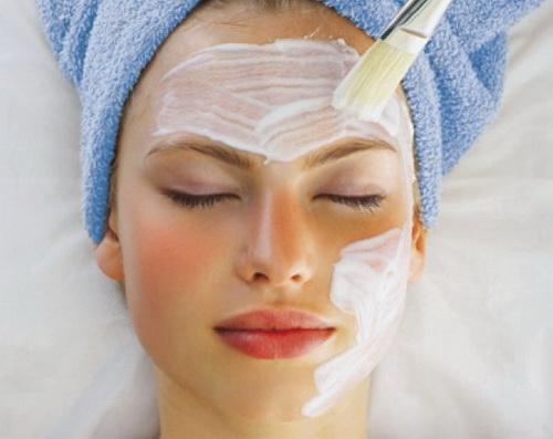 Маска з кефіру для обличчя в домашніх умовах: від прищів, чорних крапок і зморшок