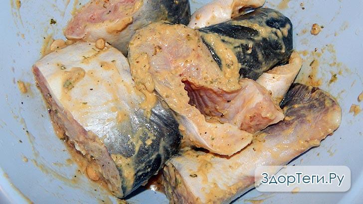 Рыба, перемешанная в приправах