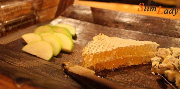 Как правильно употреблять мёд в сотах