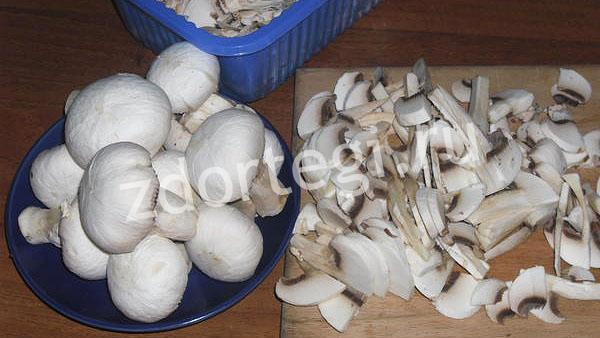 Нарезаем грибочки