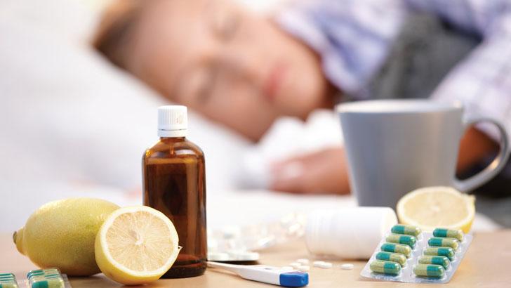 Таблетки, лимоны и простуженная в постели