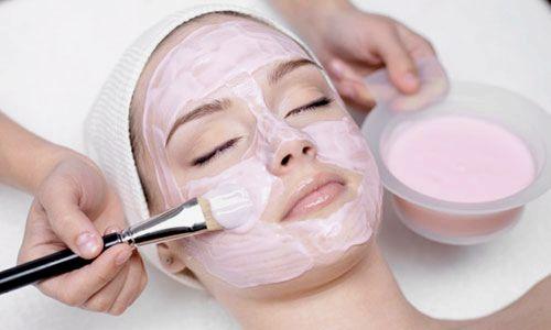 Полунична маска для обличчя: чим корисна, властивості, кращі рецепти