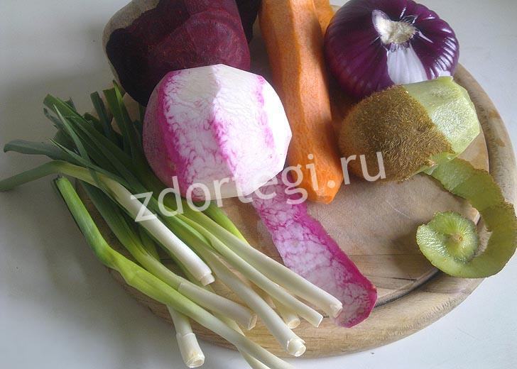 Подготовленные овощи с киви для постного салата