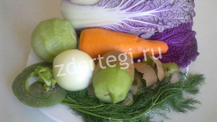 Очищаем овощи для салатика из пекинской капусты