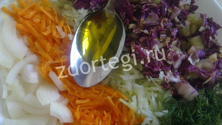 Вливаем масло в наш салатик