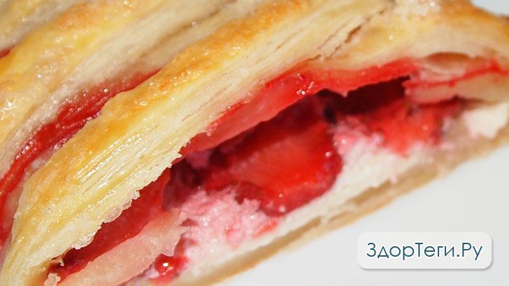 Пирог-косичка с творогом и клубникой