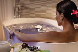 Принятие ванны с эфирными маслами
