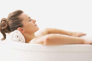 Принятие солевой ванны