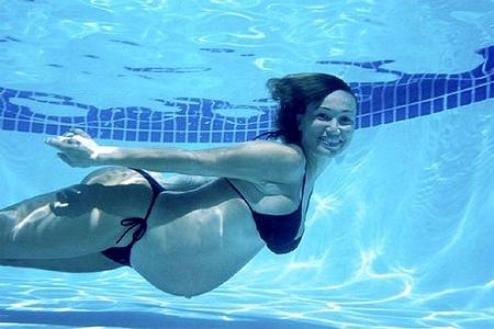 Занятия в бассейне для беременных - чем они полезны и всем ли подходят